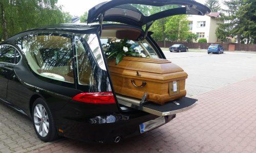 pogrzeb z trumną